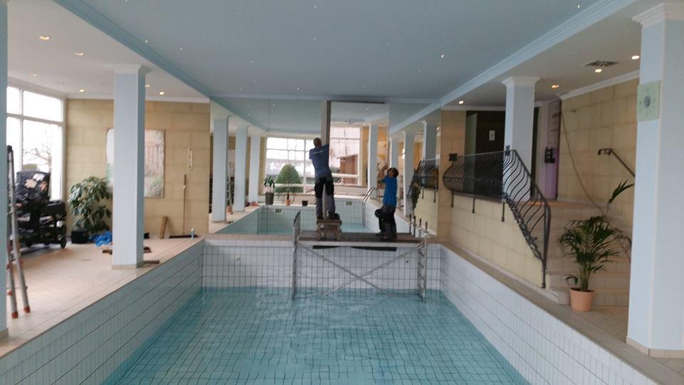 Schwimmbadspiegel